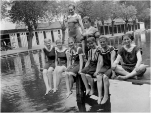 Bedford Physical Training College students at Commercial Road Swimming Baths, c.1903-1905 (Ref. BPEA/PH/1/1) Copyright: Bedford Physical Education Archive, University of Bedfordshire
